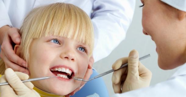 Zahnarztuntersuchung bei Kindern